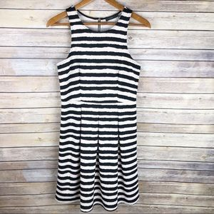 Stitch Fix   THML Betsy Abstract Stripe Dress Sz M